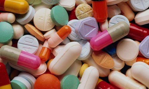 Для устранения болевых ощущений назначаются препараты, уменьшающие продукцию кислоты желудком