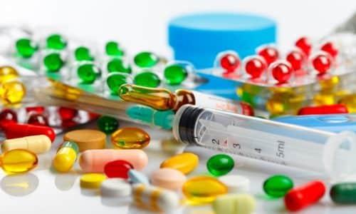 Курс медикаментозной терапии при болях в поджелудочной железе должен назначать врач. Но облегчить состояние больной может и самостоятельно с помощью препаратов